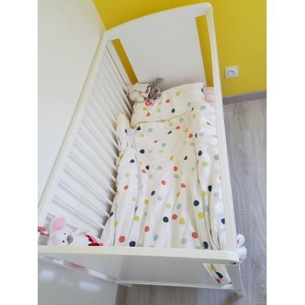 Lits bébé jumeaux bois blanc + matelas + plans inclinés + alèses + parures de lit
